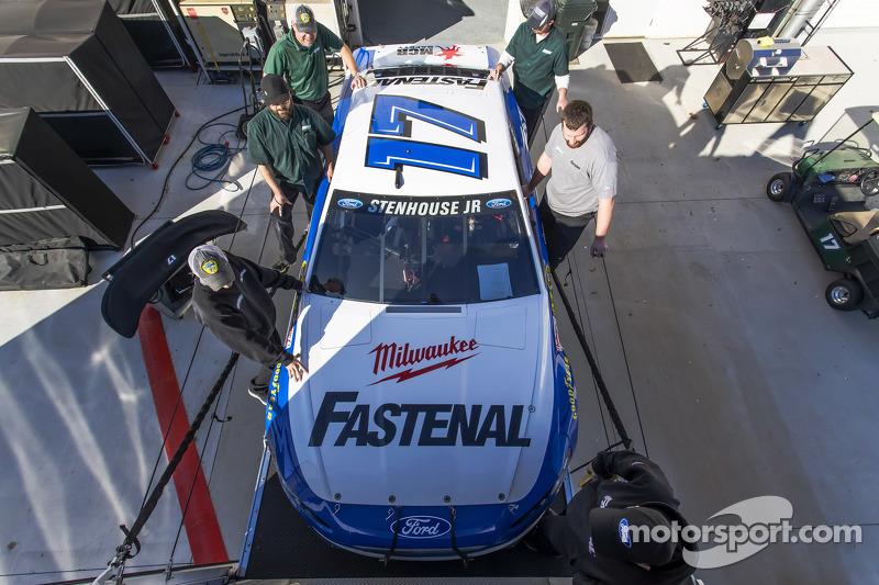Roush-Fenway Racing car of Ricky Stenhouse Jr. é levado até Daytona