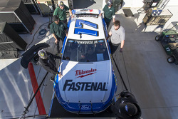 Roush-Fenway Racing car of Ricky Stenhouse Jr. é levado até Daytona
