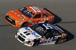 Tony Stewart, Stewart-Haas Chevrolet e Carl Edwards, Joe Gibbs Racing Toyota