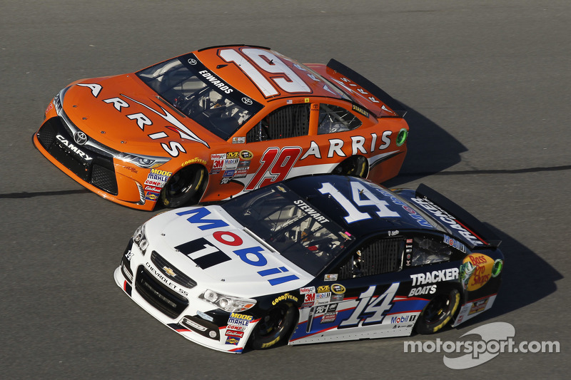 Tony Stewart, Stewart-Haas Chevrolet y Carl Edwards, Joe Gibbs Racing Toyota