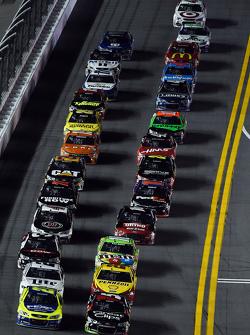 Paul Menard, Richard Childress Racing Chevrolet and Kasey Kahne, Hendrick Motorsports Chevrolet lead the field to the start