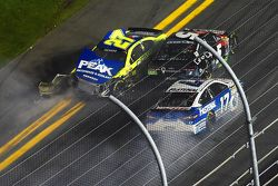 Paul Menard, Richard Childress Racing Chevrolet, Kasey Kahne, Hendrick Motorsports Chevrolet, Ricky Stenhouse Jr., Roush Fenway Racing crash