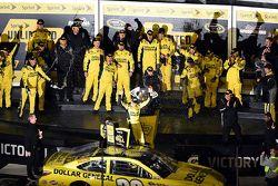 Race winner Matt Kenseth, Joe Gibbs Racing Toyota celebrates