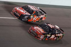 Kurt Busch, Stewart-Haas Racing, Chevrolet, und Greg Biffle, Roush Fenway Racing, Ford