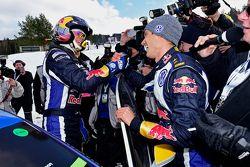 Üçüncü Andreas Mikkelsen ve ralli kazananı Sebastien Ogier, kutlama yapıyor