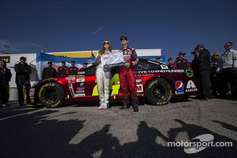 Polesitter Jeff Gordon, Hendrick Motorsports Chevrolet with Miss Coors Light