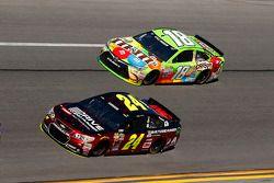 Jeff Gordon, Hendrick Motorsports Chevrolet, Kyle Busch, Joe Gibbs Racing Toyota