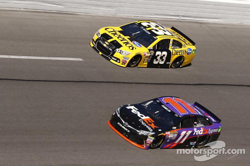 Ty Dillon, Richard Childress Racing Chevrolet, Denny Hamlin, Joe Gibbs Racing Toyota