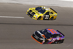 Ty Dillon, Richard Childress Racing, Chevrolet, und Denny Hamlin, Joe Gibbs Racing, Toyota