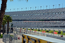 40,000 novos lugares até a curva 1 vistos de dentro da pista