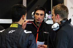 Tim Wright, Sahara Force India F1 Team, Renningenieur, mit Pascal Wehrlein, Sahara Force India F1 Te
