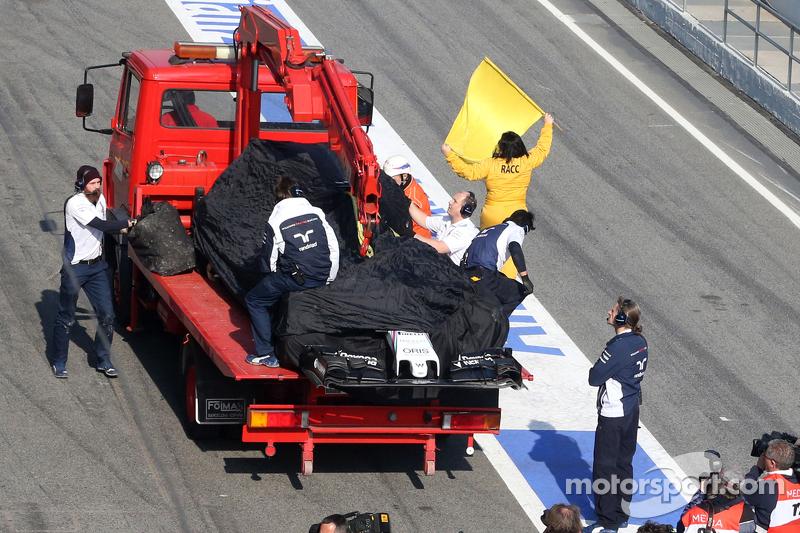 Das Auto von Susie Wolff, Williams, wird per Lastwagen zurückgebracht