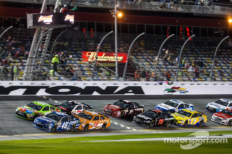 Largada: Jimmie Johnson e Kyle Busch lead grid