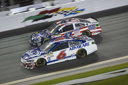 Trevor Bayne, Roush Fenway Racing Ford, A.J. Allmendinger, JTG Daugherty Racing Chevrolet