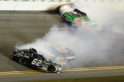 Brian Scott, Richard Childress Racing Chevrolet, Bobby Labonte, Gofas Racing Ford, Danica Patrick, Stewart-Haas Racing Chevrolet en problemas