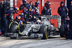 Daniel Ricciardo, Red Bull Racing RB11 treina o pit stop