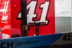 Vandalismo na janela da garagem de Kurt Busch
