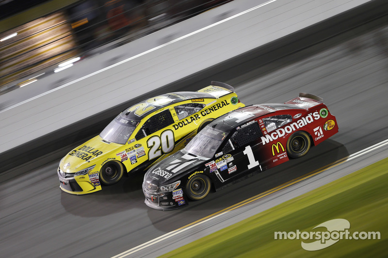 Matt Kenseth, Joe Gibbs Racing Toyota, Jamie McMurray, Ganassi Racing Chevrolet