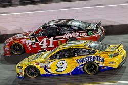 Kurt Busch, Stewart-Haas Chevrolet Racing, Sam Hornish Jr., Richard Petty Motorsports Ford
