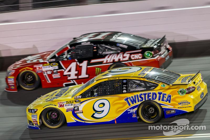 Kurt Busch, Stewart-Haas Racing Chevrolet, Sam Hornish Jr., Richard Petty Motorsports Ford