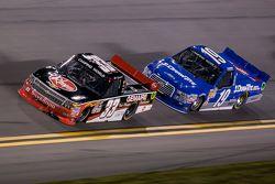 Ty Dillon, GMS Racing Chevrolet mène devant Tyler Reddick, Brad Keselowski Racing Ford