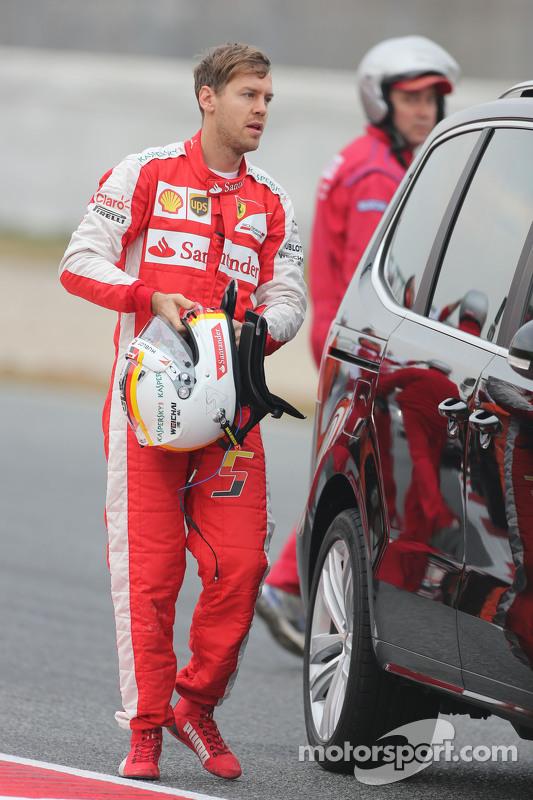 Sebastian Vettel, Ferrari retorna aos pits depois de rodar