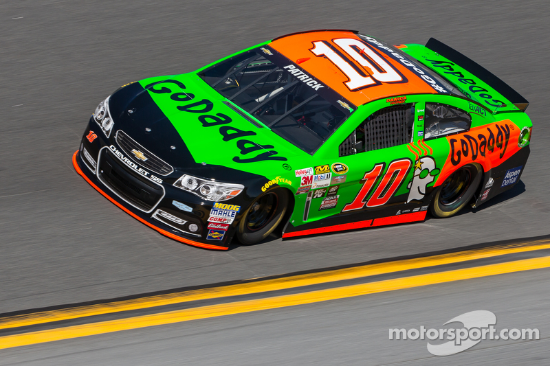 Danica patrick stewart haas racing chevrolet at daytona 500 for What motor does nascar use