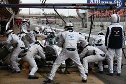 Felipe Massa, Williams FW37si ferma al pit stop