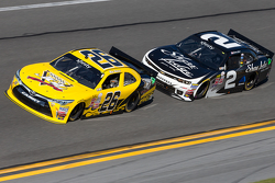 Mike Wallace, JGL Racing Toyota en Brian Scott, Richard Childress Racing