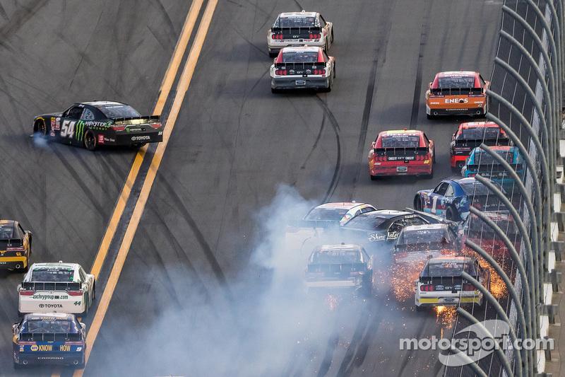 Chaos en série XFINITY à Daytona