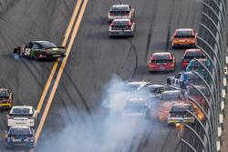 Kyle Busch, Joe Gibbs Racing Toyota, wijkt uit richting binnenmuur