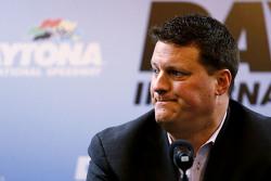 NASCAR Senior Vicepresident Steve O'Donnell praat over het toevoegen van SAFER barriers na Kyle Busc