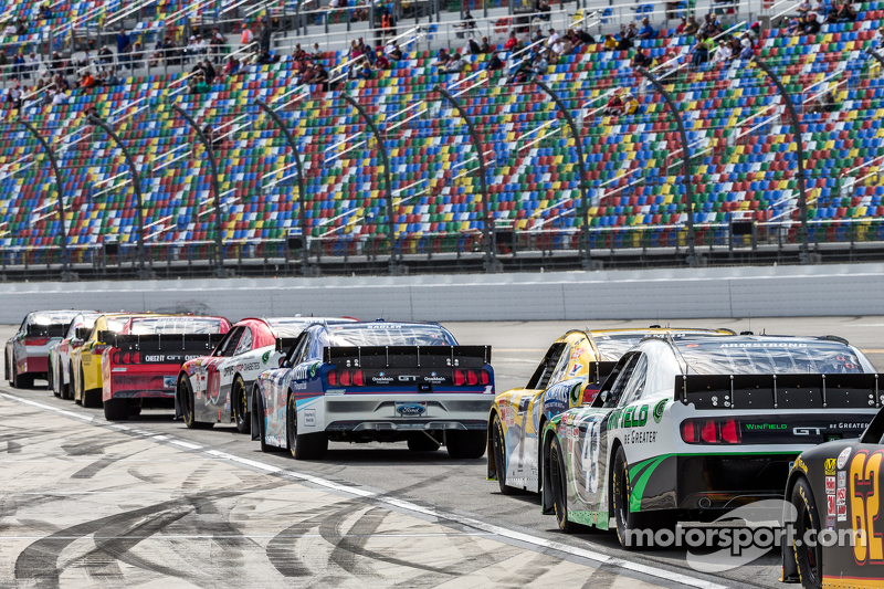 Cars ready to qualify