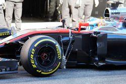 Fernando Alonso, McLaren MP4-30 running sensor equipment