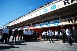 McLaren await the McLaren MP4-30 of Fernando Alonso, McLaren