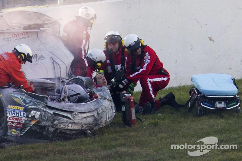 Kyle Busch, Joe Gibbs 丰田车队,在撞车之后