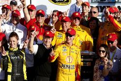 Vencedor Joey Logano, Team Penske Ford celebra