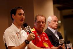 Roger Penske, Joey Logano e chefe da equipe Todd Gordon, Team Penske Ford