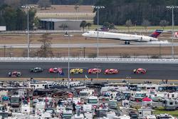 Raceactie met een Delta MD-90 op Daytona International Airport