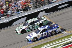Johnny Sauter, BK Racing, Toyota, und Michael Waltrip, Michael Waltrip Racing, Toyota