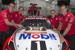 Garth Tander, James Courtney, les copilotes Jack Perkins et Warren Luff dévoilent la livrée 2015 Holden Racing Team