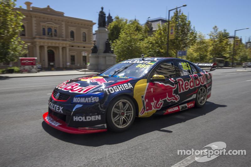 Craig Lowndes, Red Bull Holden conduce en Adelaide