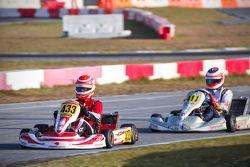 Nelson Piquet Jr devant Rubens Barrichello