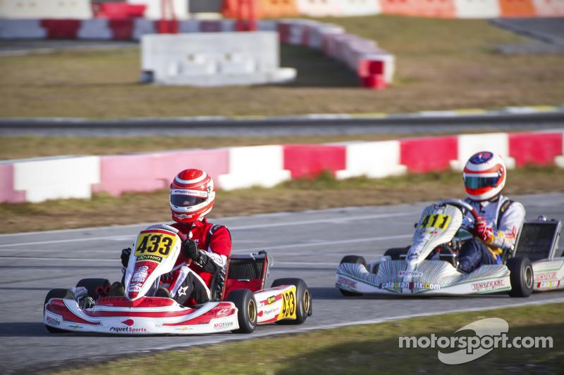 Nelson Piquet Jr. al frente de Rubens Barrichello