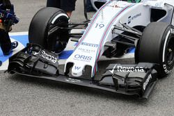 Williams FW37 sayap depan