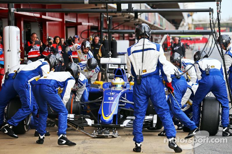 Marcus Ericsson, Sauber C34, beim Reifenwechsel-Training