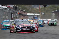 Start: Jamie Whincup, Red Bull, Holden, in Führung