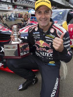 Переможець гонки Джеймі Уінкап, Red Bull Holden