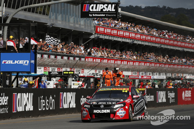 Fabian Coulthard, Brad Jones Racing Holden se lleva la victoria