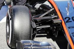 McLaren MP4-30 suspensión delantera detalle